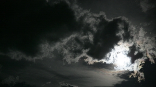 moon_clouds2